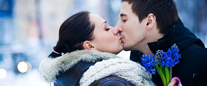 kissing in winter